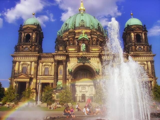 ルストガルテンの噴水、夏のベルリン観光地