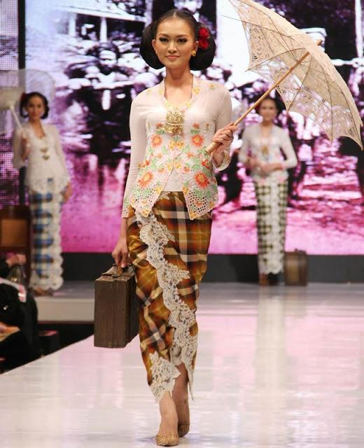 Baju Kebaya Bawahan Batik: 50+ Inspirasi Model Kebaya ( Beludru, Dinamis, Ruffle