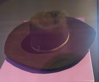 Wide-brimmed black hat