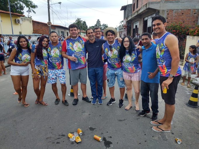 """""""Bloco da Sucuri"""" em São Benedito do Rio Preto é sucesso no carnaval."""