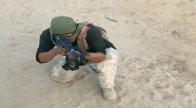 VIDEO.- Sicario del Cártel de Sinaloa bien entrado muestra sus habilidades con un salto mortal
