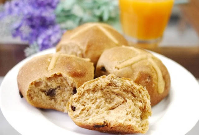 دوائر الخبز بالزبيب