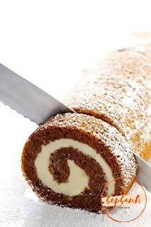 Bánh cuộn bí ngô - Pumpkin Roll Cake 3