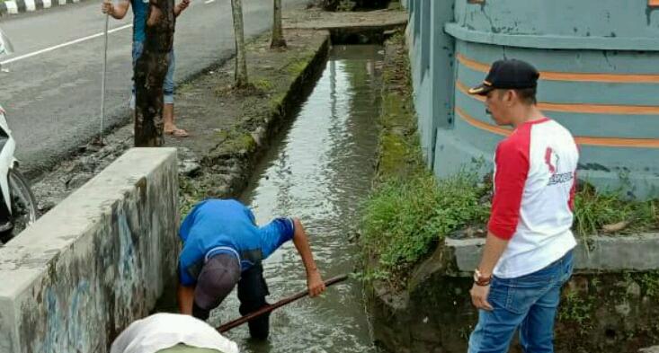 Antisipasi Banjir, Pemkab Sinjai Kebut Bersihkan Drainase