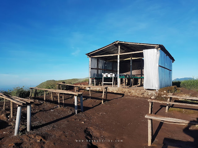 Warung di Puncak Gunung Batur
