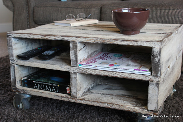 pallet, coffee table, reclaimed wood, http://bec4-beyondthepicketfence.blogspot.com/2013/04/magazine-pallet-table.html