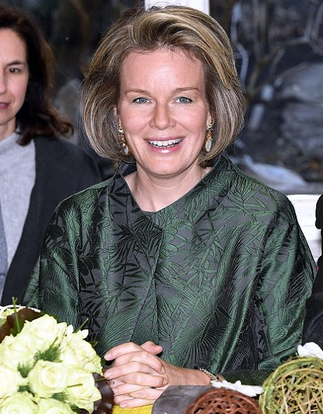 Queen Mathilde srtle, wore Dries Van Noten 3D effect coat, Natan suede clutch and Natan shoes, gold earrings