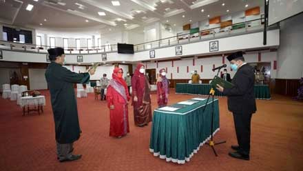 Rektor Unand lantik Wakil Dekan Fakultas Ilmu Budaya