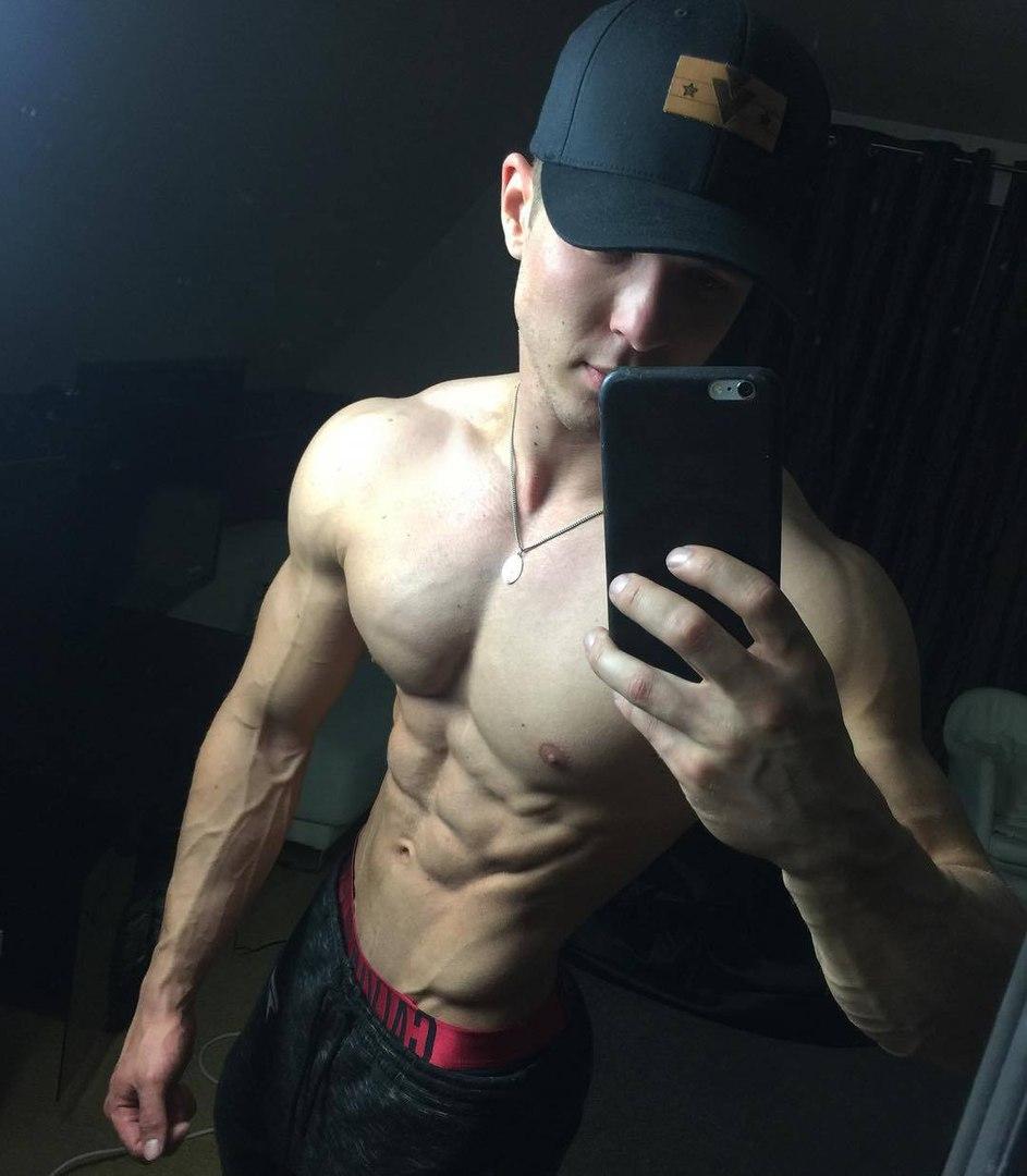 straight-baited-strong-shirtless-muscular-abs-bro-small-waist-hunks-selfies