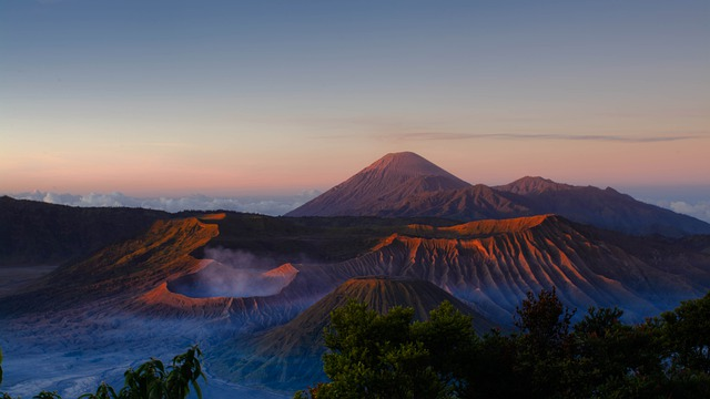 Bromo, Semeru, Tengger, Pilihan Asyik Wisata Alam dan Budaya di Jawa Timur