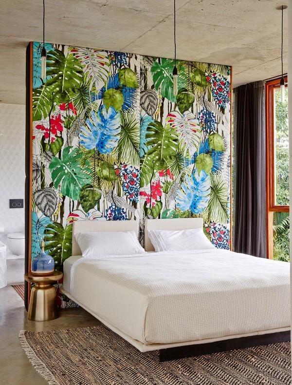 papael pintado de flores como cabecero de cama chicanddeco