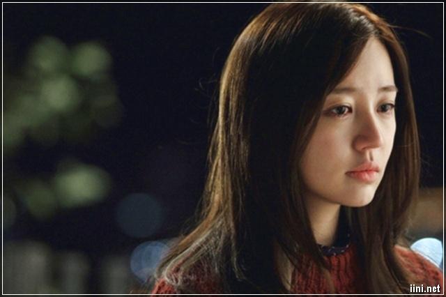 cô gái xinh đẹp khóc