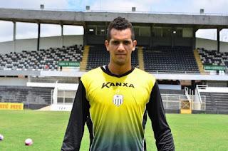 Sousa anuncia contratação de goleiro ex-Central