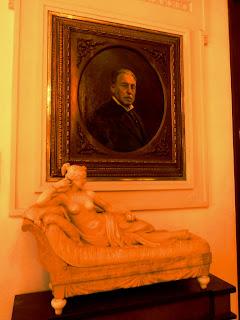 Quadro e Escultura - Casa Rosa