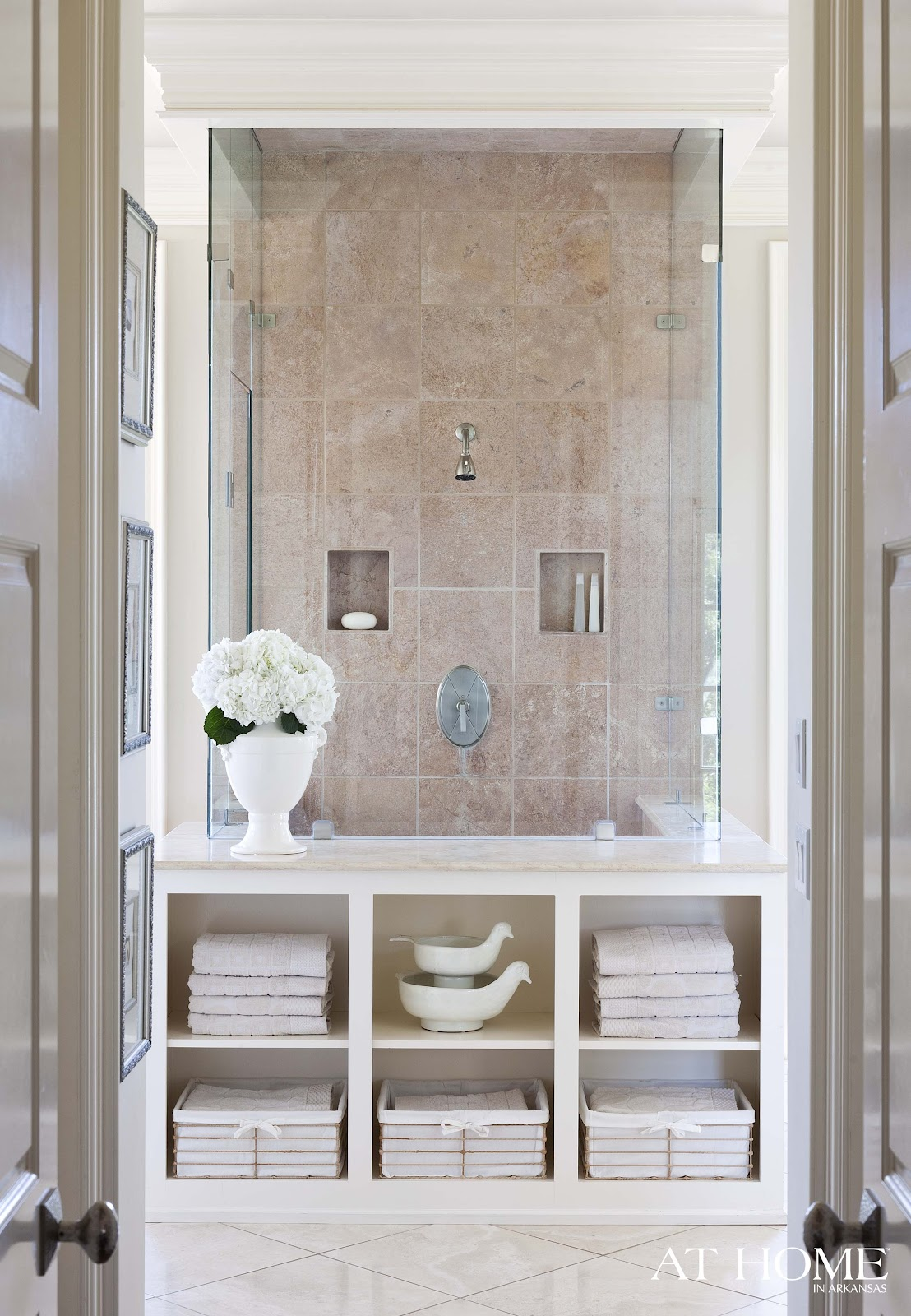 to da loos creamy dreamy master bathroom spa. Black Bedroom Furniture Sets. Home Design Ideas