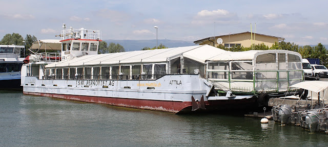 Una nave - hotel galleggiante a Svizzera
