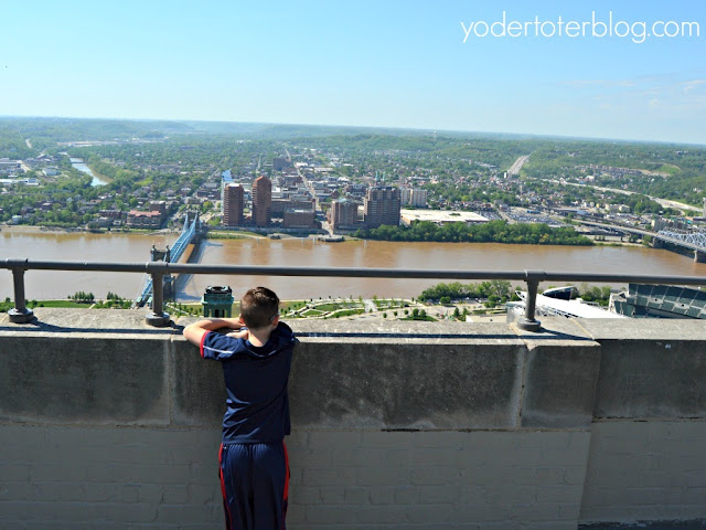Cincinnati unfolds in front of visitors atop Carew Tower. Image credit Leah from Yoder Toter Blog.