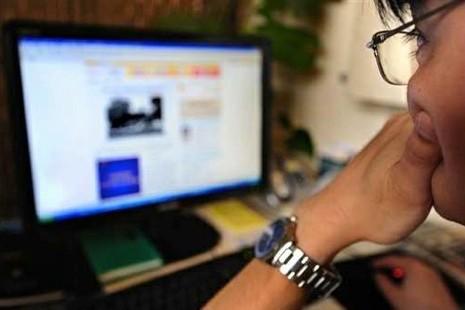 رصيف الصحافة: صفحةُ تشهير بأسماء فنية معروفة تستنفر السلطات