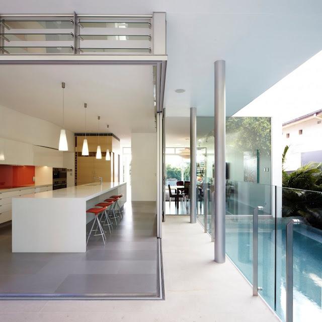 ระเบียงบ้าน + สระว่ายน้ำ