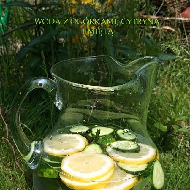 Woda z ogórkami, cytryną i miętą