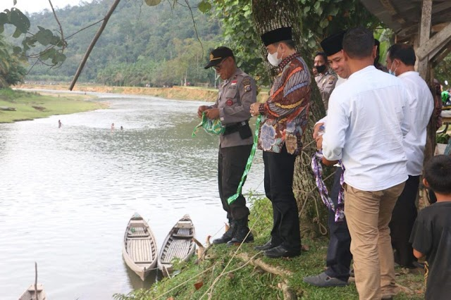 Tradisi Tangkap Ikan di Lubuk Larangan Kuansing Mendunia