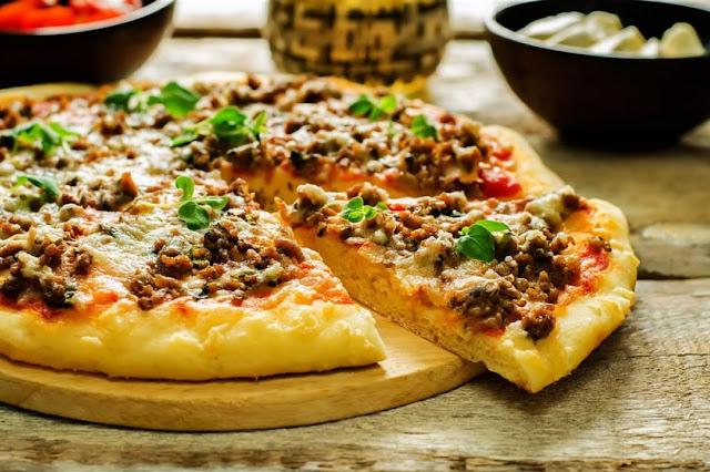 طريقة طبخ البيتزا باللحمة المفرومة