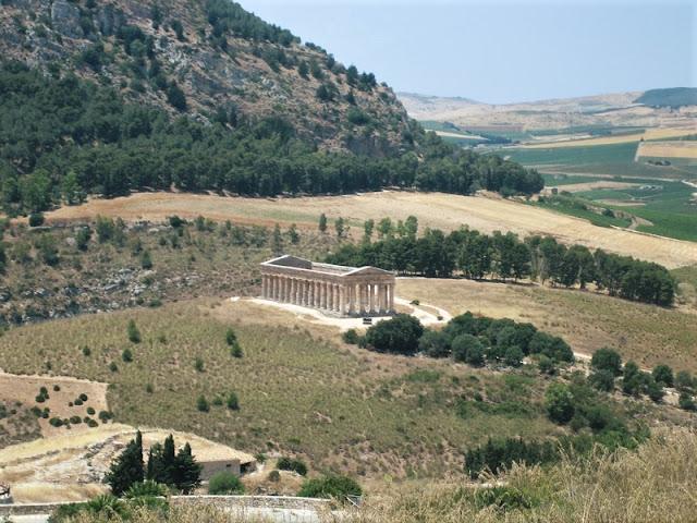 Templo de Segesta en medio del promontorio
