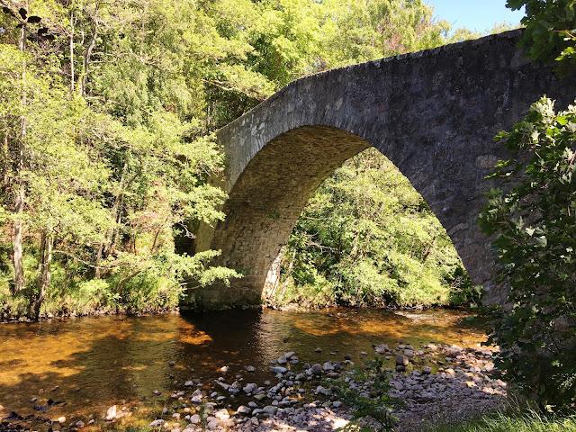 The bridge over the Tanar