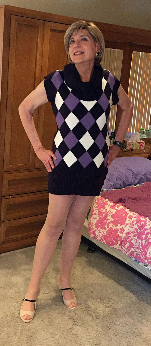Wearing Dress Barn tunic and JustFab Sophie peep toe pumps