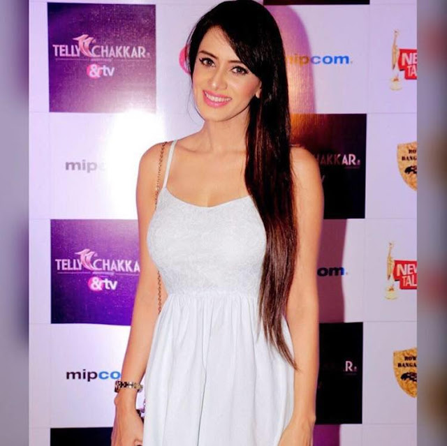 Smriti Khanna instagram, age, married, facebook, hot, biography, twitter, wiki