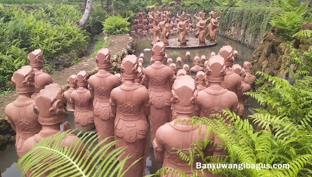 Ratusan patung penari Gandrung di persawahan terakota