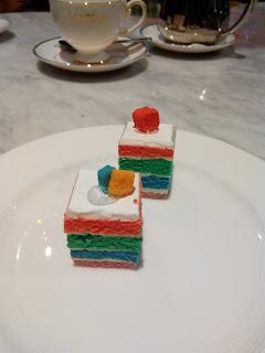 Coba disajikan tanpa cup dan dua pcs cake
