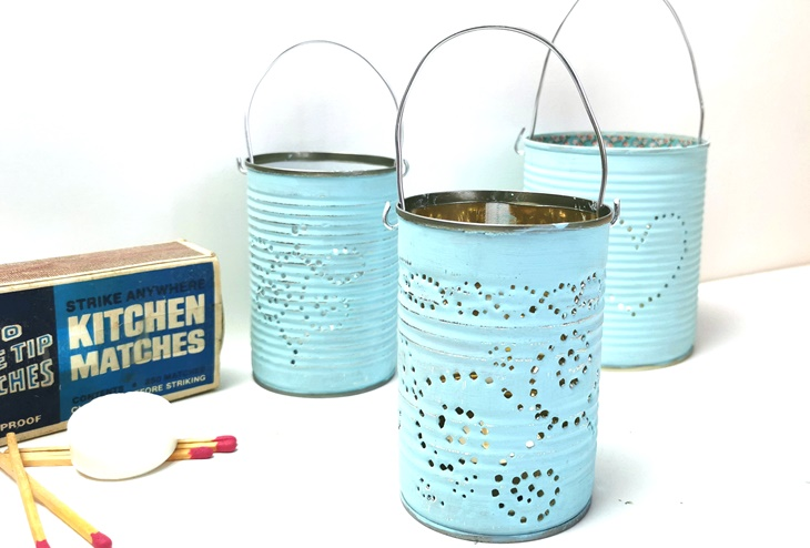 drei Laternen aus Konservendosen, hellblau bemalt