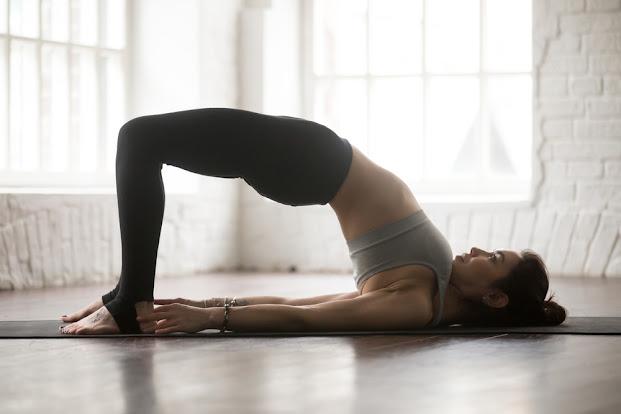 Yoga é divina para posturas relaxantes para uma noite de descanso e paz interior!