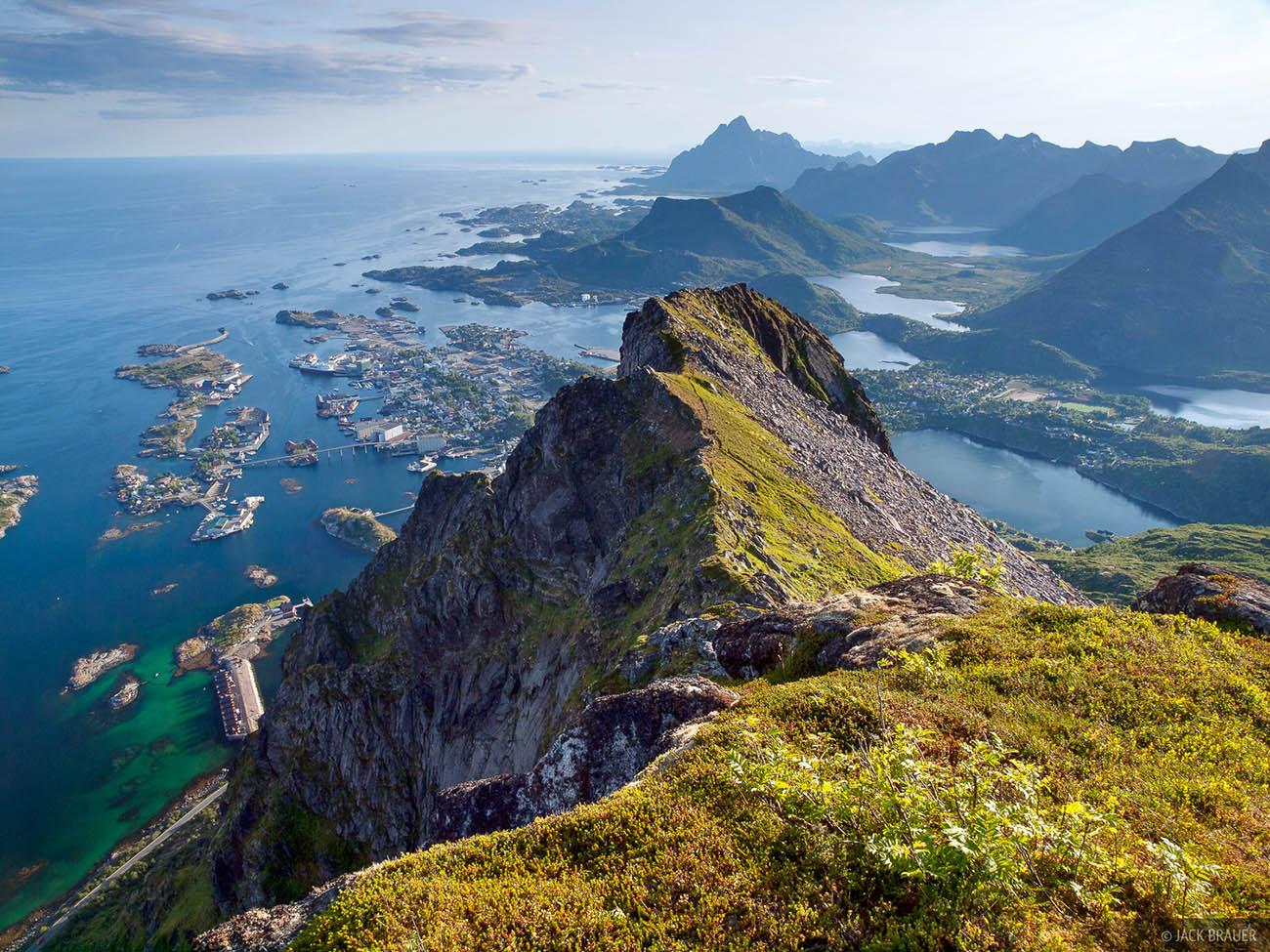 Вершина Сволваэргейта и гора Флёйя (Флёйфьеллет) в Норвегии