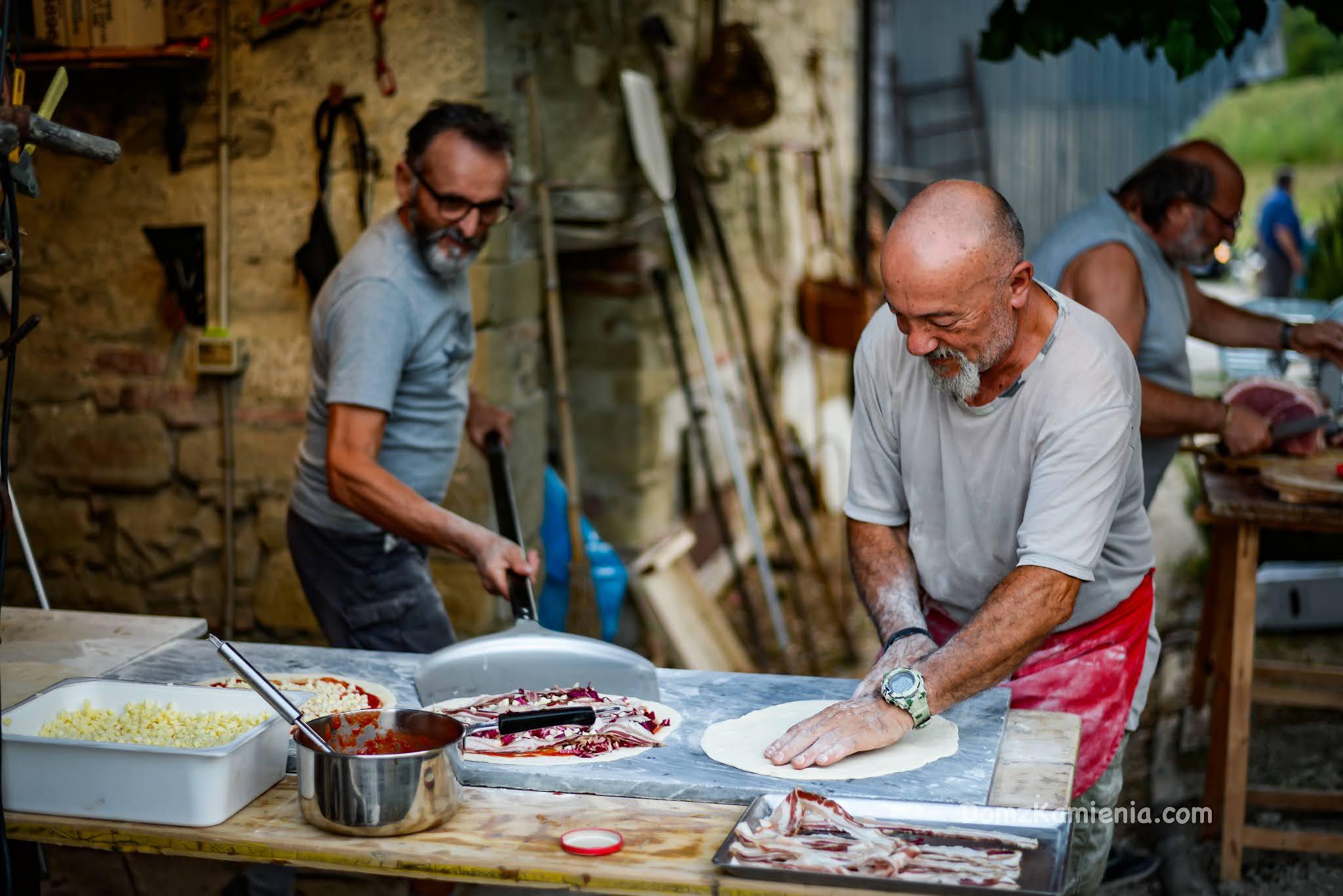 Dom z Kamienia, pieczenie pizzy w Toskanii