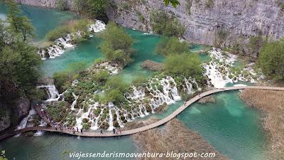 Vista aérea del Parque Nacional de los Lagos de Plitvice