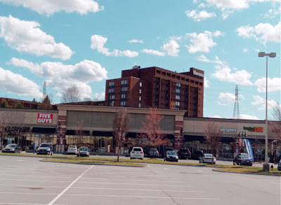 High Pointe Commons Shopping Center in Harrisburg