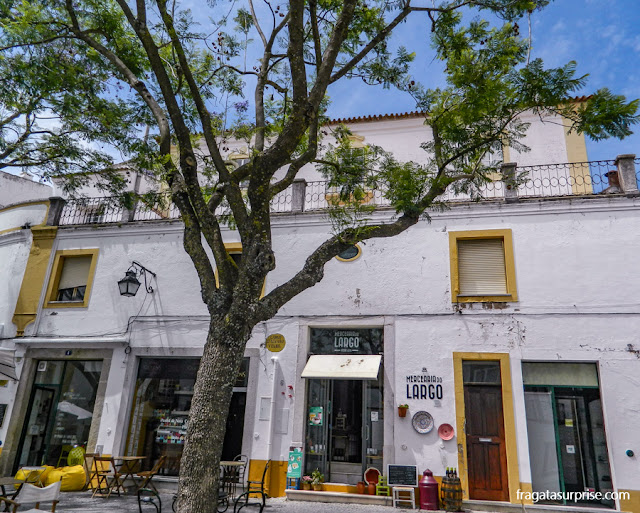 Restaurante no Centro Histórico de Évora, Portugal