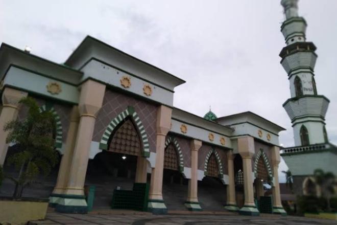 Masjid Agung Al-Markaz Al-Ma'Arif Bone Tak Gelar Salat Jumat