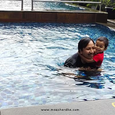berenang di hotel santika sukabumi