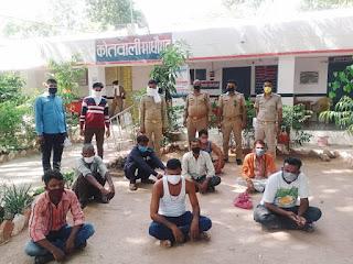 माधोगढ़ पुलिस द्वारा जुआ खेलते हुए अभियुक्त गिरफ्तार    संवाददाता, Journalist Anil Prabhakar.                 www.upviral24.in