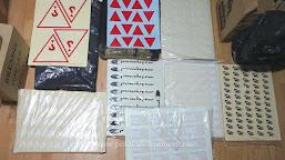 Aproximativ 10.700 de etichete, inscripţionate cu numele unor firme cunoscute, confiscate la P.T.F. Calafat