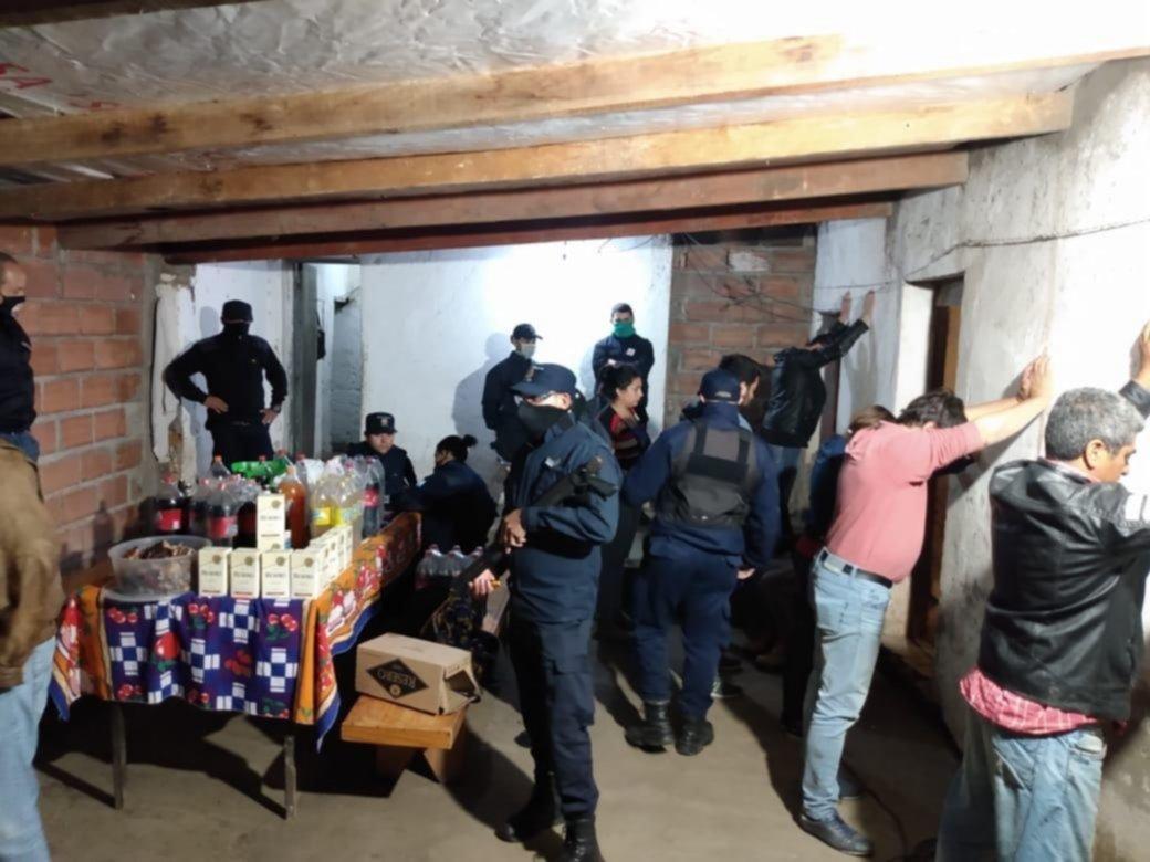 Detienen a un intendente en San Luis por violar el aislamiento para comer un asado