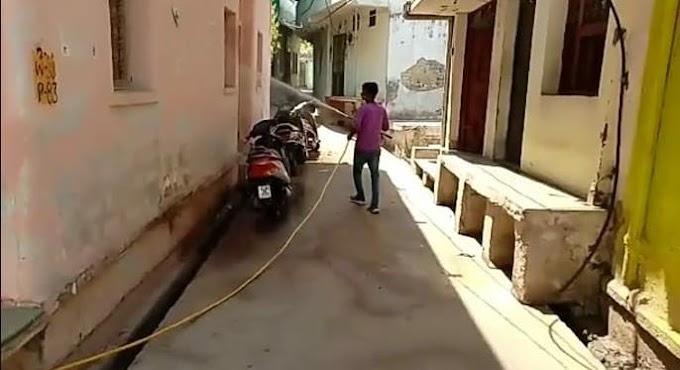 Baran News-नगर परिषद द्वारा शहर में लगातार किया जा रहा हाइपोक्लोराइट का छिड़काव
