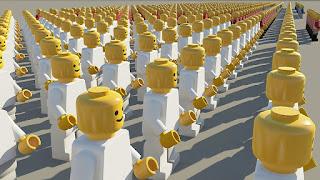 軍隊のように縦横に整列するレゴ人形の群れ。