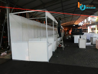 Bazar Menggunakan Tenda dan Partisi R8