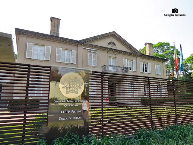Vista ampla do palacete do Consulado Geral de Portugal em São Paulo - Jardim América