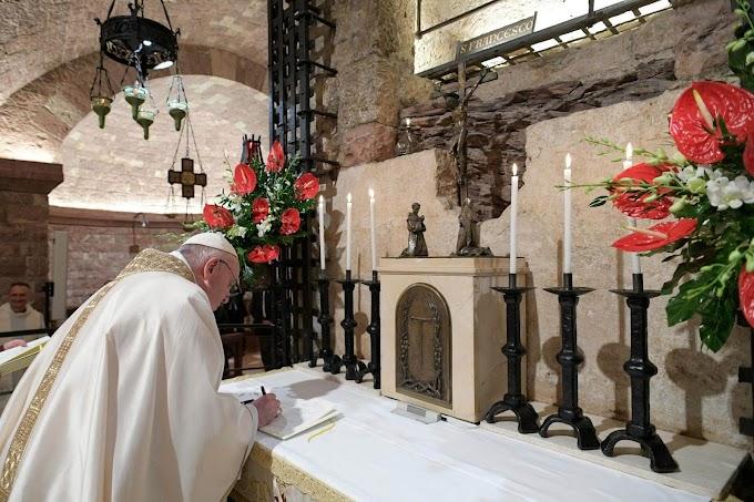 Újabb fájdalmai vannak Ferenc pápának, lemondták az eseményeit