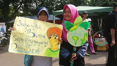 Relawan RZ: Sayangi Bumi Seperti Menyayangi Diri Sendiri